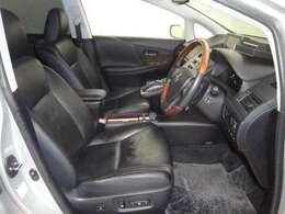 居心地の良い運転席、長く座ってられるリラックスできるデザインがいいですね。