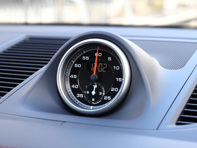 スポーツクロノパッケージは、エンジンやシャシー、トランスミッションのスポーツ性を高め、かつてないスポーツドライビングの領域へあなたを導きます。