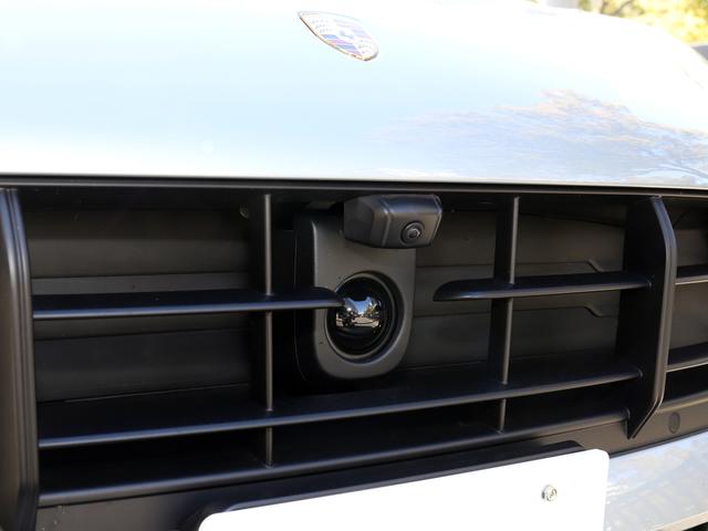 アダプティブ クルーズコントロールは先行車との一定の距離を維持するよう、走行速度を自動的に制御。標準装備です。
