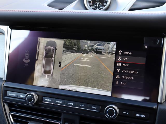 サラウンドビュー付きパーキングアシストシステムを標準装備。上空から見た映像を見ながら駐車できます。