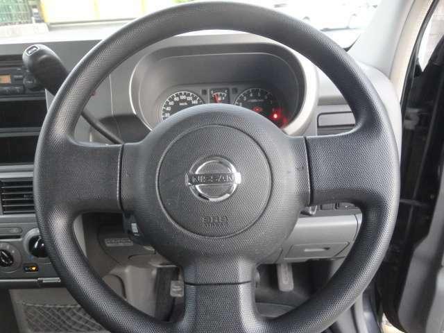 ドライバー目線の画像です。視界も確保されているので、見やすいですよ。また、まとまったインパネ周りはシンプルで分かりやすいですね!