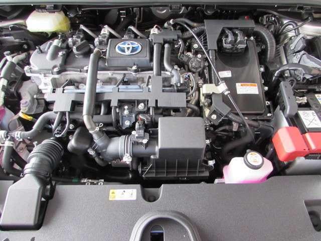 1800ccエンジンと電気モーターで余裕のパワーと経済性。電気とガソリンの丁度良いバランスで快適・経済的走行!
