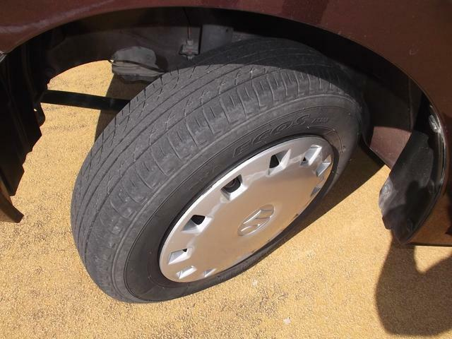 タイヤの溝もまだまだございます。納車前に、タイヤの空気圧や溝の量もチェックします。
