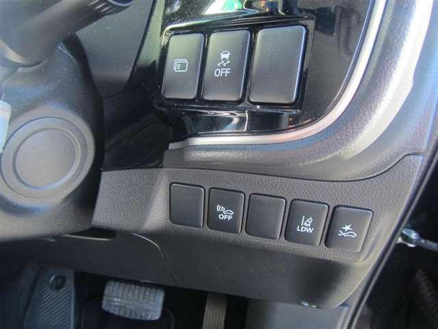 【衝突被害軽減ブレーキ】万が一の衝突の際に身を守るために備えられた装置です!車両・歩行者に対して警告灯・警告音が鳴り、運転者・後続車に知らせてくれます!