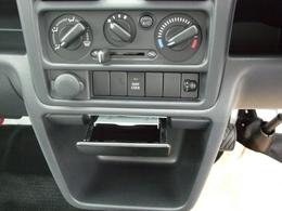 デフロックシステムも装備!片輪タイヤがぬかるみや空転している際にもう一方のタイヤに駆動力をフルに伝えて悪路から脱出するための装置!