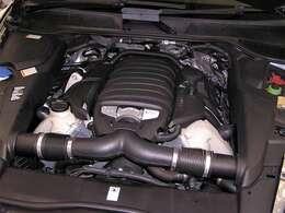 綺麗なエンジンルームです。高回転までしっかり吹け上がり、アイドリングも一定となっております。非常に良好です!■走行管理システムチェック済みです!(V型8気筒)