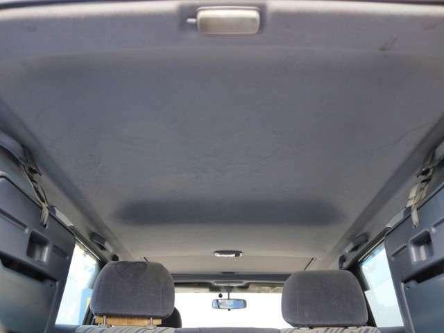 ランドクルーザーは天井の高さがありますので、窮屈な感覚に陥り難く、使い易いです♪