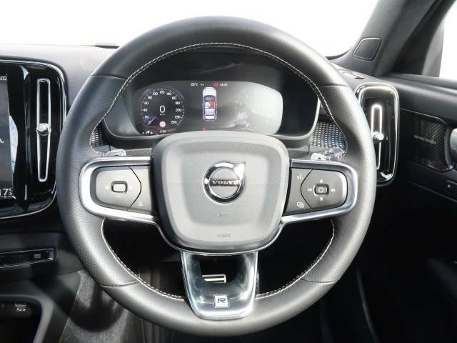 【ステアリングスイッチ】運転中、前方から目線をそらさずにオーディオ等の操作ができるよう、適切に配置されたスイッチ類。安心&快適なドライブを演出してくれる便利な機能です。
