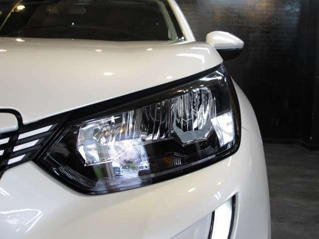 ヘッドライトはLEDライトを採用。