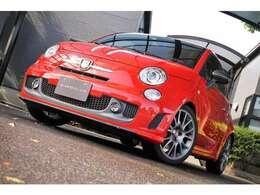 アバルトとフェラーリがコラボした1696台限定の特別車輛になります。