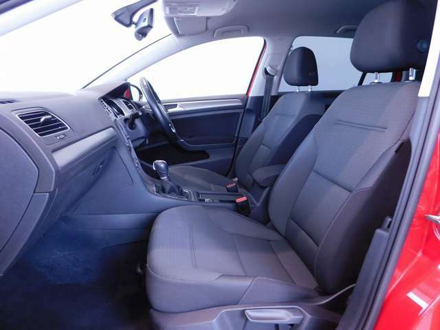 ☆運転席・助手席です。フォルクスワーゲン車はサイドエアバックを全車標準☆