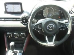 運転に集中しながら、必要な情報を逃がさないコクピット!視線移動の少ないドライバーの正面のゾーンに走行情報を配置したインテリアです☆