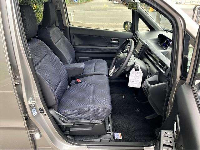 ■前席 汚れ等無くきれいにお使いです♪ フロントシートはベンチ式♪
