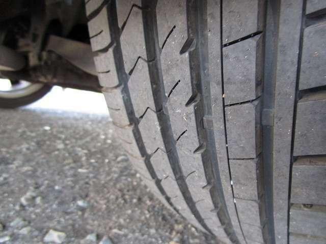 タイヤの溝まだまだ残っています。これからの使用の仕方にもよりますがしばらくはこのまま乗っていただけるのではないかと思います。