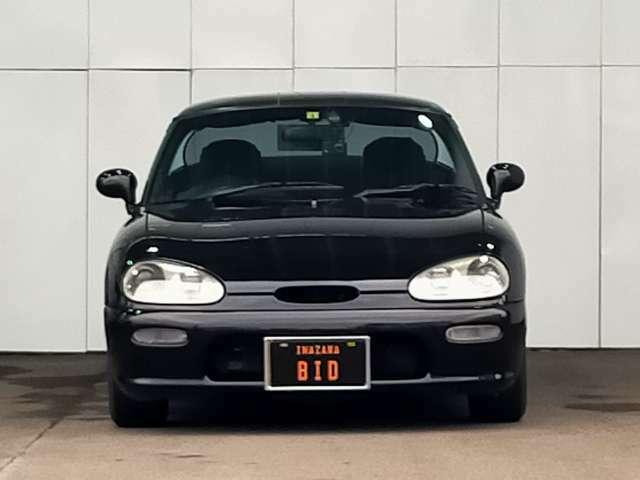 当社自慢のお車です。横にこの車輌のセールスポイントを写真と説明でアピールしてあります!まずはご覧になってください。いろんなところをチェックできますよ。