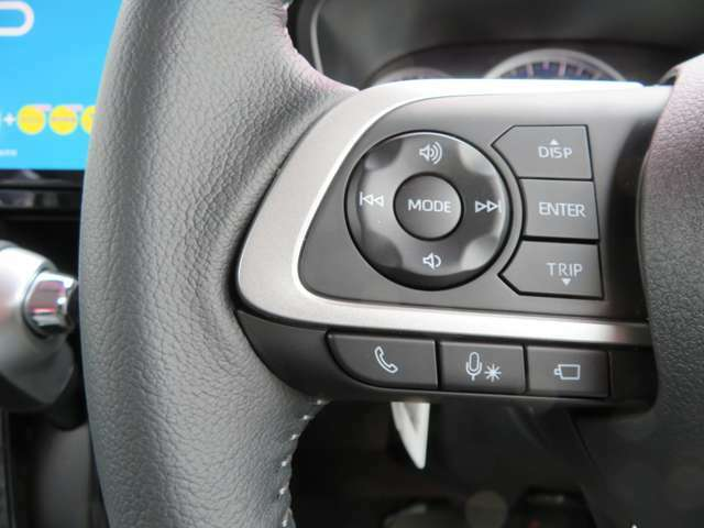 ハンドルにオーディオの操作装備、走行中でもワンタッチで音量、チャンネル操作と携帯の対応等、トールの使い勝手の良い装備です