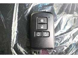 スマートキーを携帯していれば、キー出さなくてもドアの施錠・解錠できます。