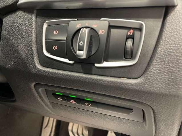 ライト下のボタンは、ドライビングアシストボタンです☆ブレーキ軽減システムやレーンディパチャーウォーニングです☆