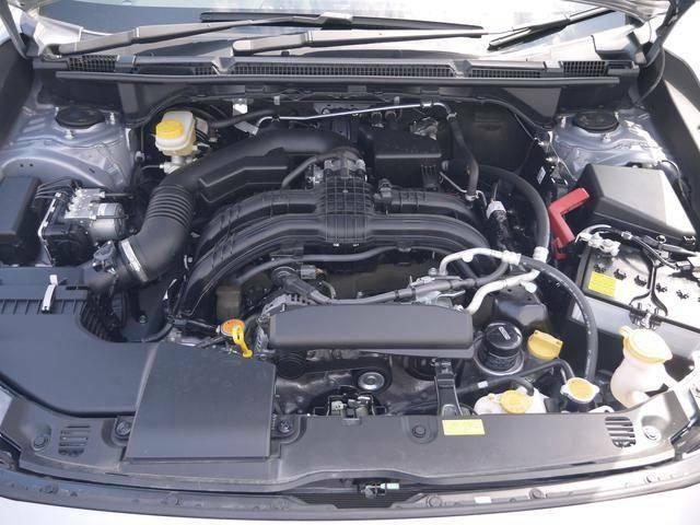 エンジンルームはスチーム洗浄済みです。水平対向エンジンは、低重心・低振動でドライブを快適に愉しめます。