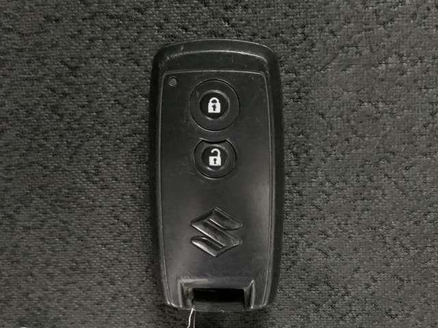 スマートキーなので鍵の開け閉め、エンジン始動は鍵をささなくてOK!