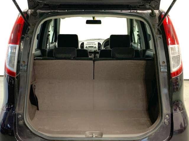 軽自動車ながらも荷室はしっかり確保♪更にワンタッチでリアシートも倒せます!次の写真をご覧ください♪