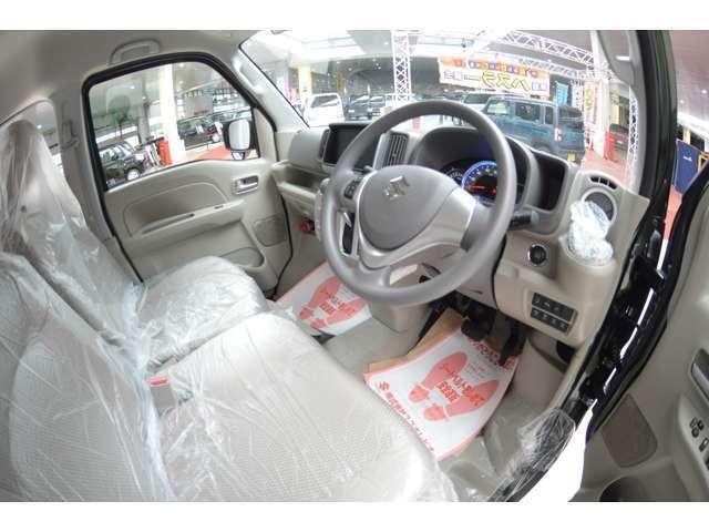 運転席のスライド量は230mm。ステアリングの高さを調整できるチルトステアリングとあわせて、運転しやすく疲れにくい運転姿勢を保てます