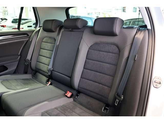 室内は丁寧に使用されている印象で、シートの状態も良好です。