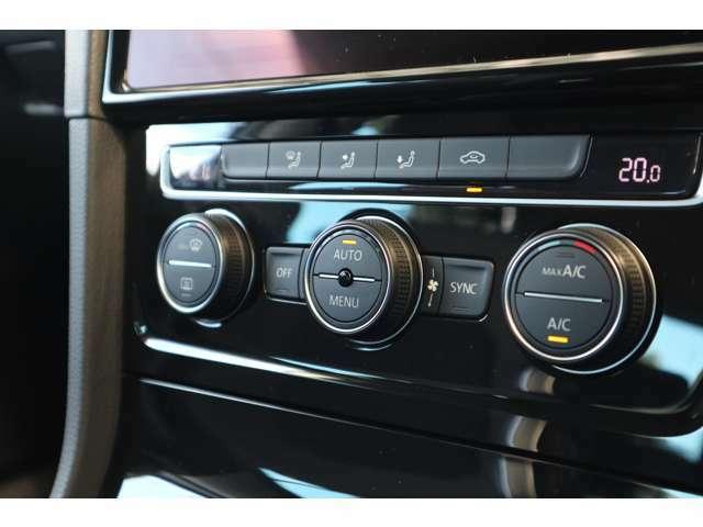 左右独立式のフルオートエアーコンディショナー。センサーが排気ガスなどを検知すると、自動的に内気循環に代わる機能が装備されています。快適で安全な室内を自動で調整&管理します。