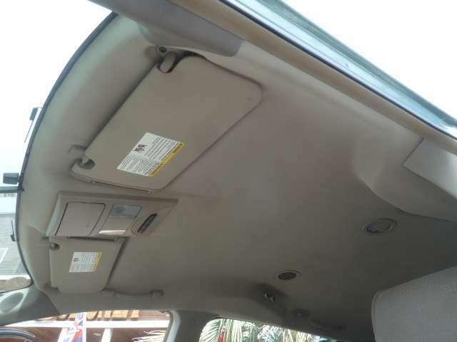 ご覧のとおり天井も大変きれいな状態です!タバコのヤニ等による変色や黄ばみもございません!外装は修理や板金で直せますが、室内の汚れや臭いはなかなか取り除けません!きれいな車がイチバンですね☆
