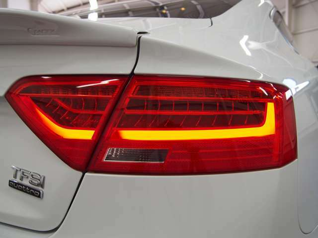 ブレーキプレワーニング/サイドアシスト/アクティブレーンアシスト/カスタムオプションパーツ推定総額130万以上!/全車内外装クリーニング済み/遠方への販売も可能です!お気軽にお問い合わせください。