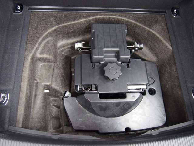 H&R約2.5センチローダウンサス/S5専用アルミ調ドアミラーカバー/OSIR DESIGNステンレスペダル&フットレスト/Sラインロゴ入りブラックレザーシート/パワーシート/シートヒーター