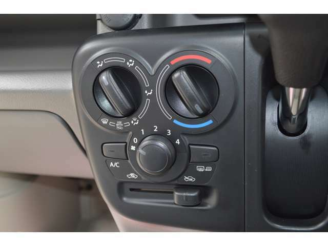 エアフィルター付きのエアコンだから、車内はいつでも清浄な空気☆