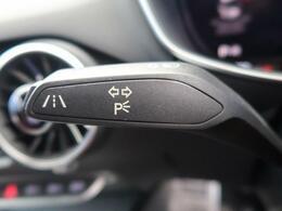 ●アクティブレーンアシスト(車線逸脱警告システム):ドライバーの不注意によってクルマがレーンをはみ出しそうになると、ステアリングホイールを振動させてドライバーに警告し、ステアリングをアシストします。
