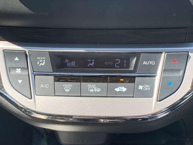 快適なオートエアコン装備ですので、お好みの温度に設定すると、風量を自動で調整してくれます。