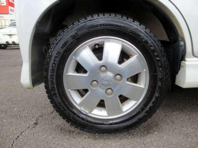 純正のアルミホイールです! タイヤの残山もバッチリ有ります!