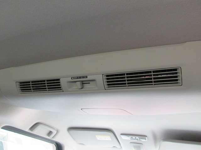 リヤシーリングファン☆後席からも空調の調節ができます☆