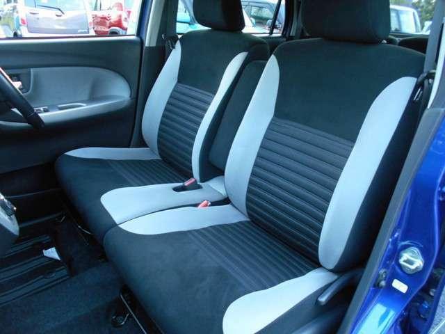 運転席、助手席、後部座席ともにシミ汚れやコゲ穴なども無く、外装面同様綺麗に保たれております!
