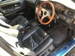 車内も綺麗で新車当時のスカッフプレートのしーともまだついております。