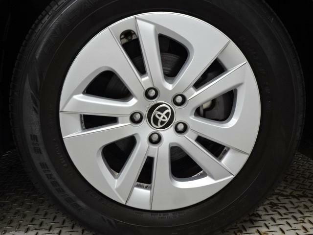 タイヤがひび割れていたり、残り溝が当社規定以下の場合は新品に交換致します。