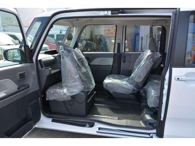 前後ドアにピラーを内蔵することによって生まれた、助手席側開口幅1,490mmのミラクルオープンドア!運転席、助手席のロングスライドで、ウォークスルーや、運転席に座った状態での後方へのアクセスが可能です^^