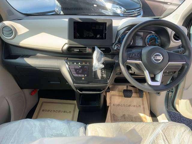 コンパクトカー顔負けの運転席回り。広々空間が快適なドライブの演出をします(^^♪