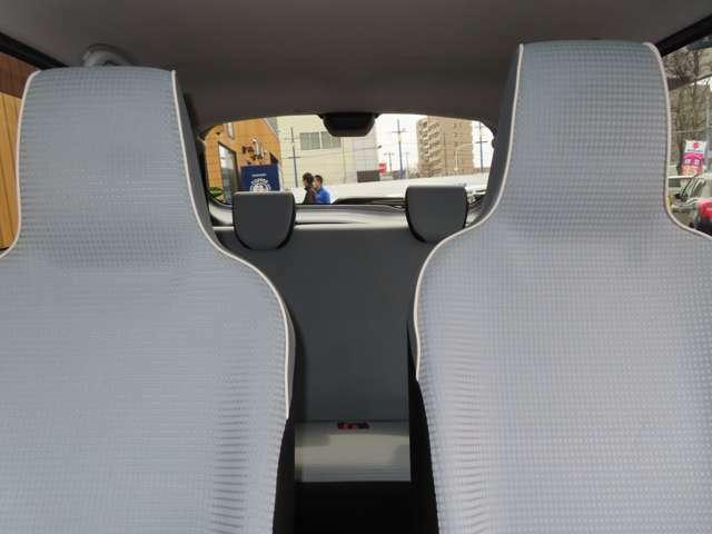 座面も背もたれもたっぷりと大きく厚く、ホールド性と快適性がほどよく両立したシートです。