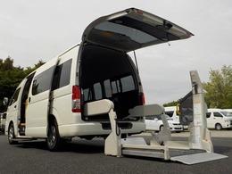 トヨタ ハイエースコミューター ウェルキャブ Dタイプ 車いす4脚仕様 電動固定式 オートステップ 手すり