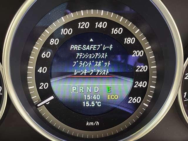 人気のレーダーセーフティパッケージは、プレセーフブレーキとディストロニックプラス、レーンキープアシスト、ブラインドスポットアシストが備わります。