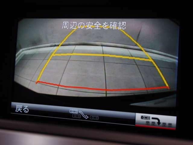 パークトロニックセンサーと舵角センサー付きの純正バックカメラは非常に使い勝手が良く、駐車も安心して行う事が出来ます。また、音声ガイダンス式のパーキングアシストで不安な駐車をサポートできます。