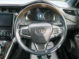 【ウッドコンビステアリング】高級車には必須のアイテムです♪とても運転もしやすいハンドルですよ!