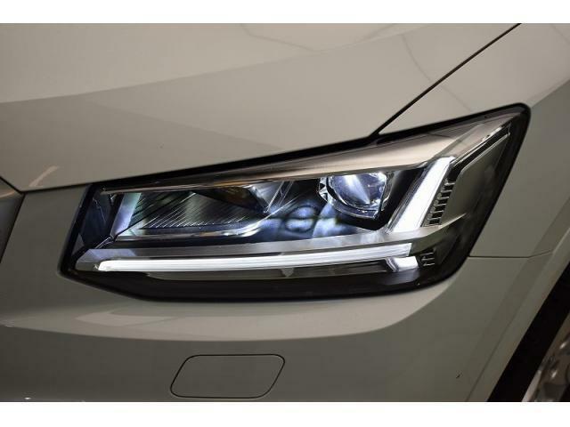 LEDヘッドライト『ロー/ハイビーム、ポジショニングランプにもLEDを使用。夜間でもクリアな視界を確保
