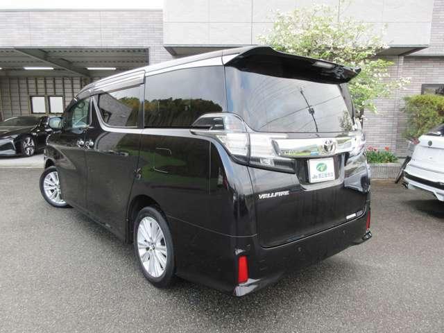 ヴェルファイア専用オプションカラー「バーニングブラック」のラグジョアリーな外観に、両側電動スライドドアやフリップダウンモニター、純正車内カーテンなどの人気オプションを搭載しております