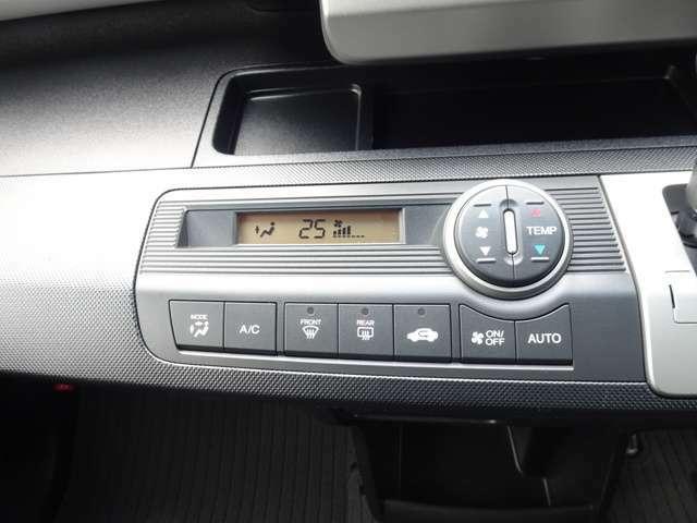 フルオートエアコンで、車内はいつでも快適空間です。