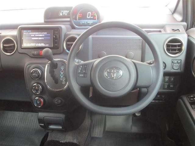 広さという贅沢を満喫できる、スペイドの車内♪ 微笑が、次から次へとこぼれ出す空間です(*^^)(^^*)